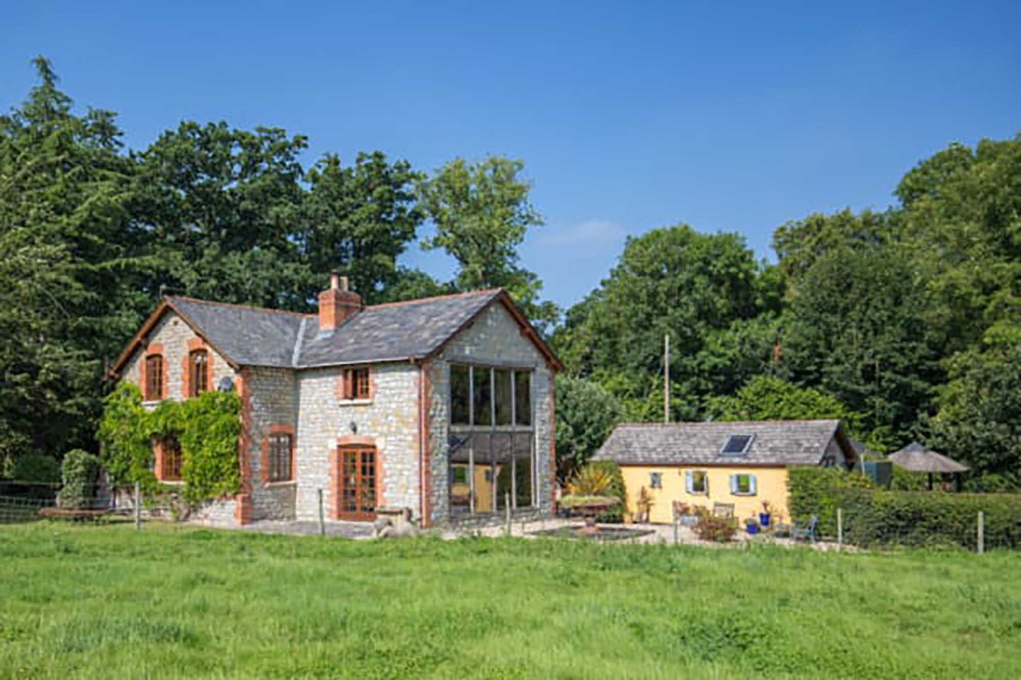 Idyllic location-three bedroom house & one bed cottage in secluded location at Pylle near Pilton