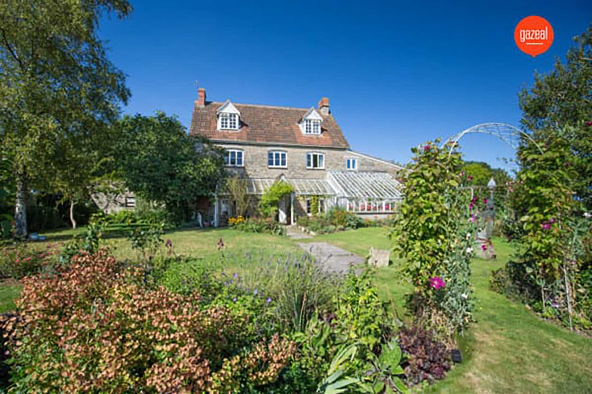 Fascinating house with annexe and 1.5acres in Pilton.