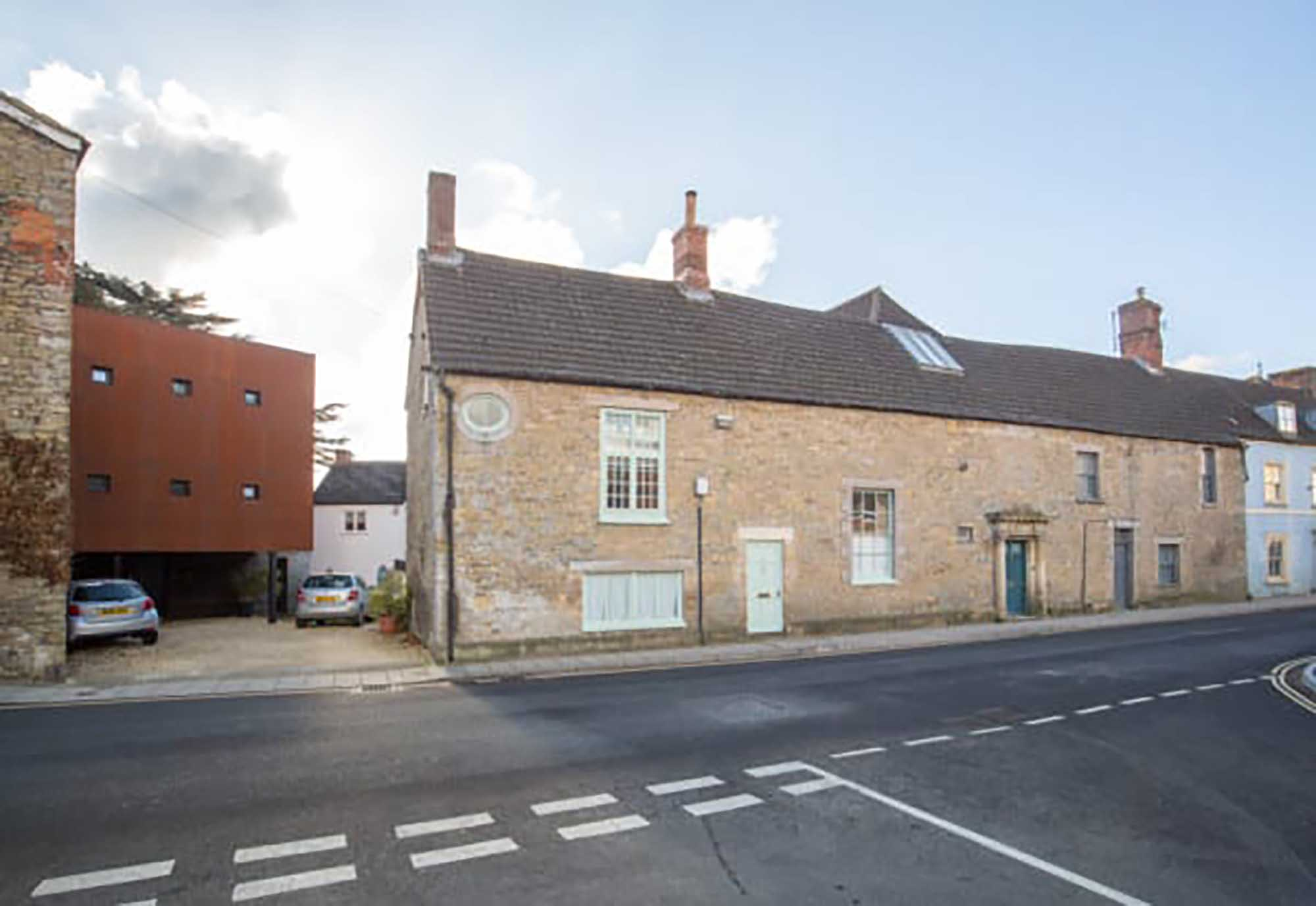Spacious 2 bed period house in central Bruton