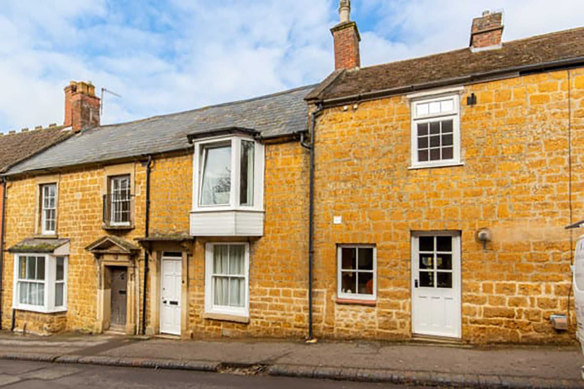 Formerly 2 cottages, a beautiful 3 bed property in the heart of Castle Cary
