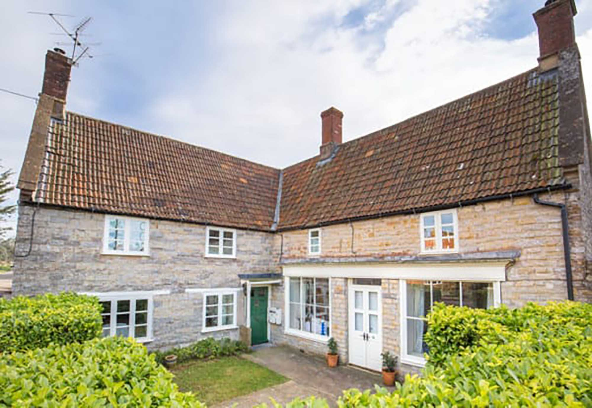 CHAIN FREE Very attractive period cottage in popular village near Castle Cary Station.