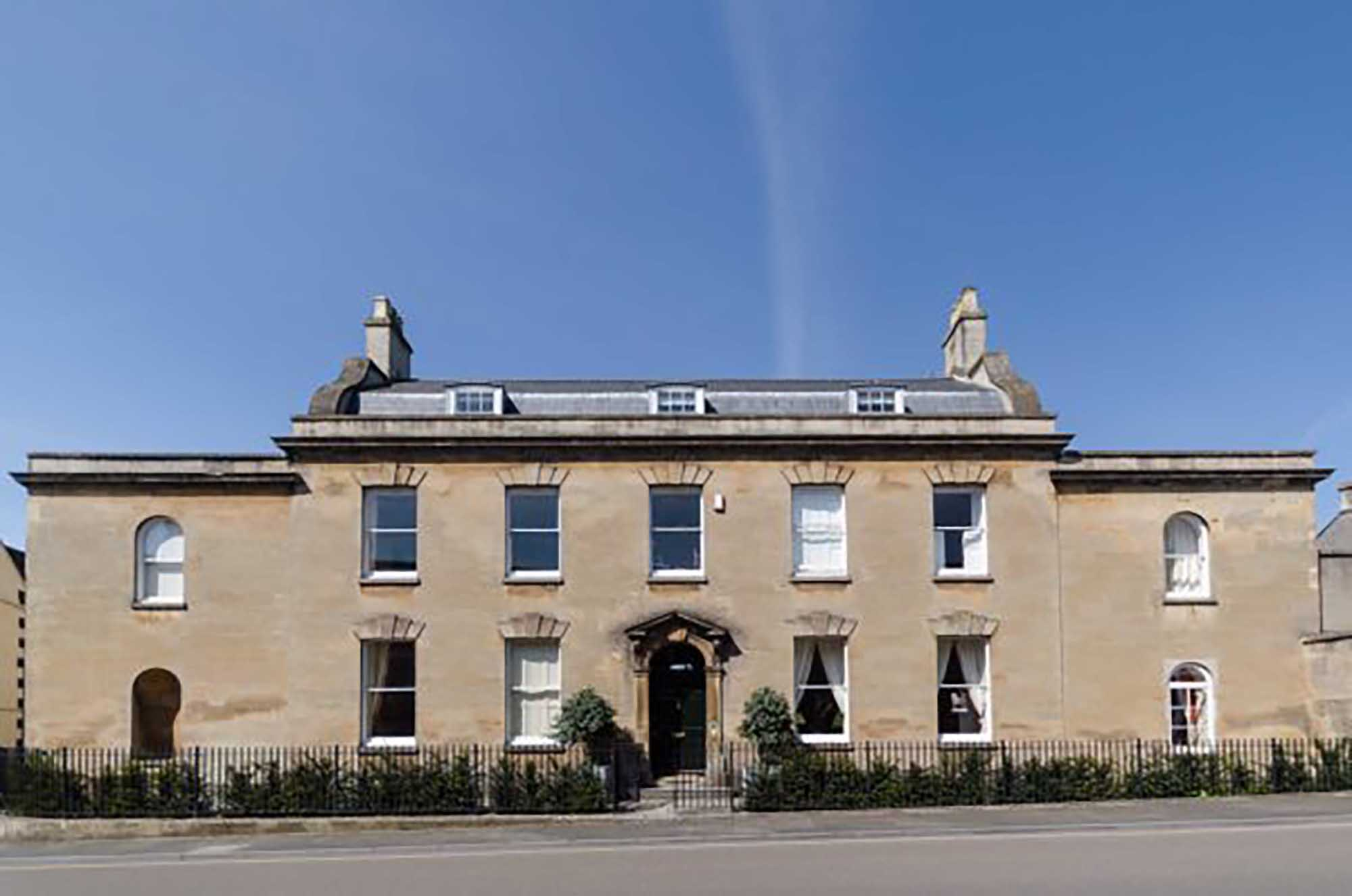 Magnificent house with annexe potential in central Wells