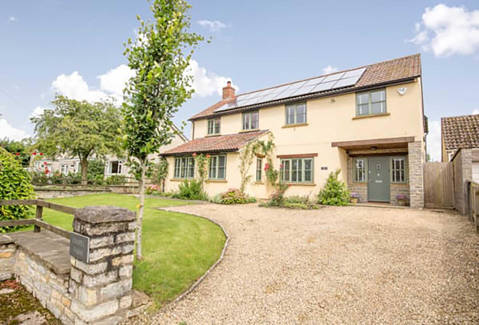 Spacious modern 5 bedroom  house in the very popular village of Babcary