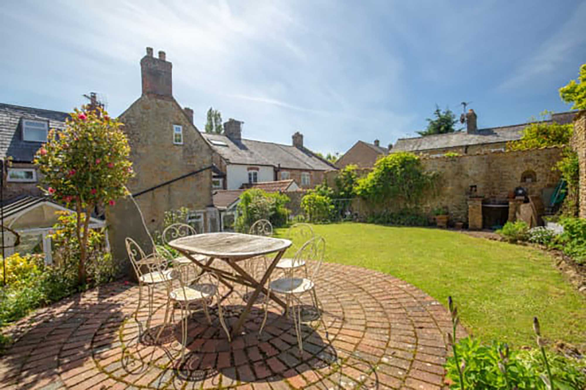 Historic Town House, Castle Cary – Chain Free