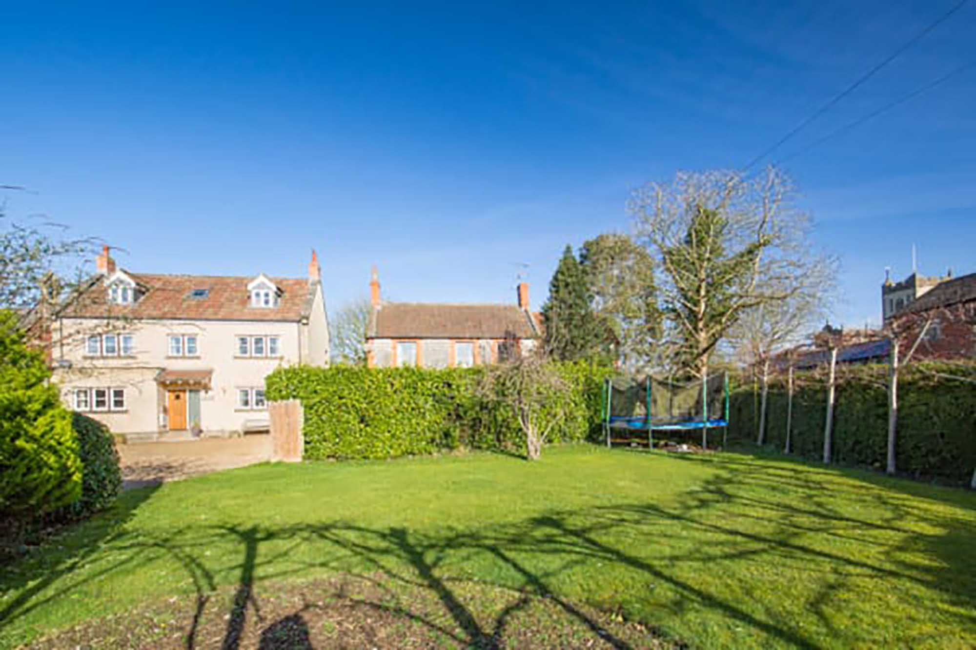 NO CHAIN. Light and spacious 5 bedroom modern house in Popular village of Ditcheat, near Castle cary.