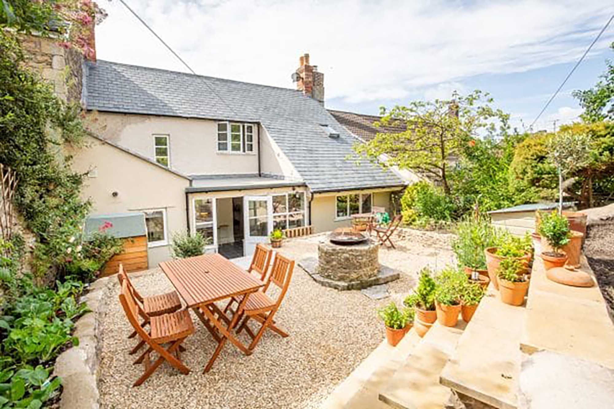 Bruton, Stunning town house with garden and parking