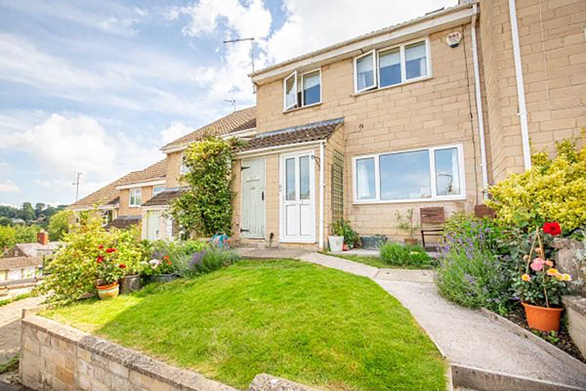 Spacious 4 bedroom family home with studio