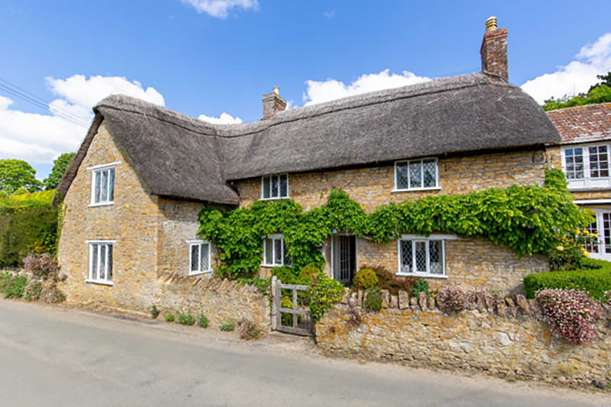 Period Cottage with Coach House/Studio