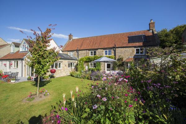 Pretty Cottage in Village location near Bruton