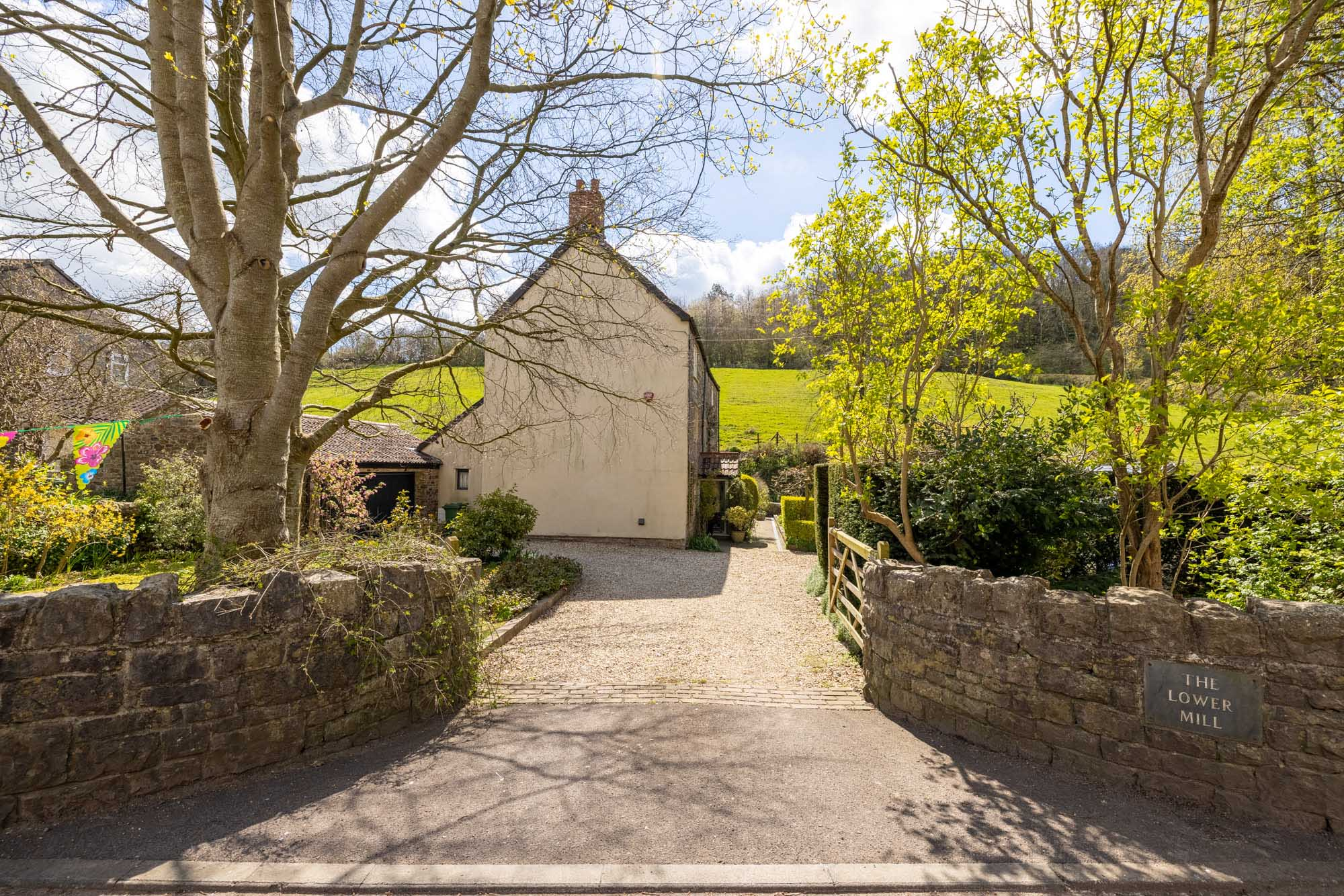 2 bed cottage in  village location near Frome