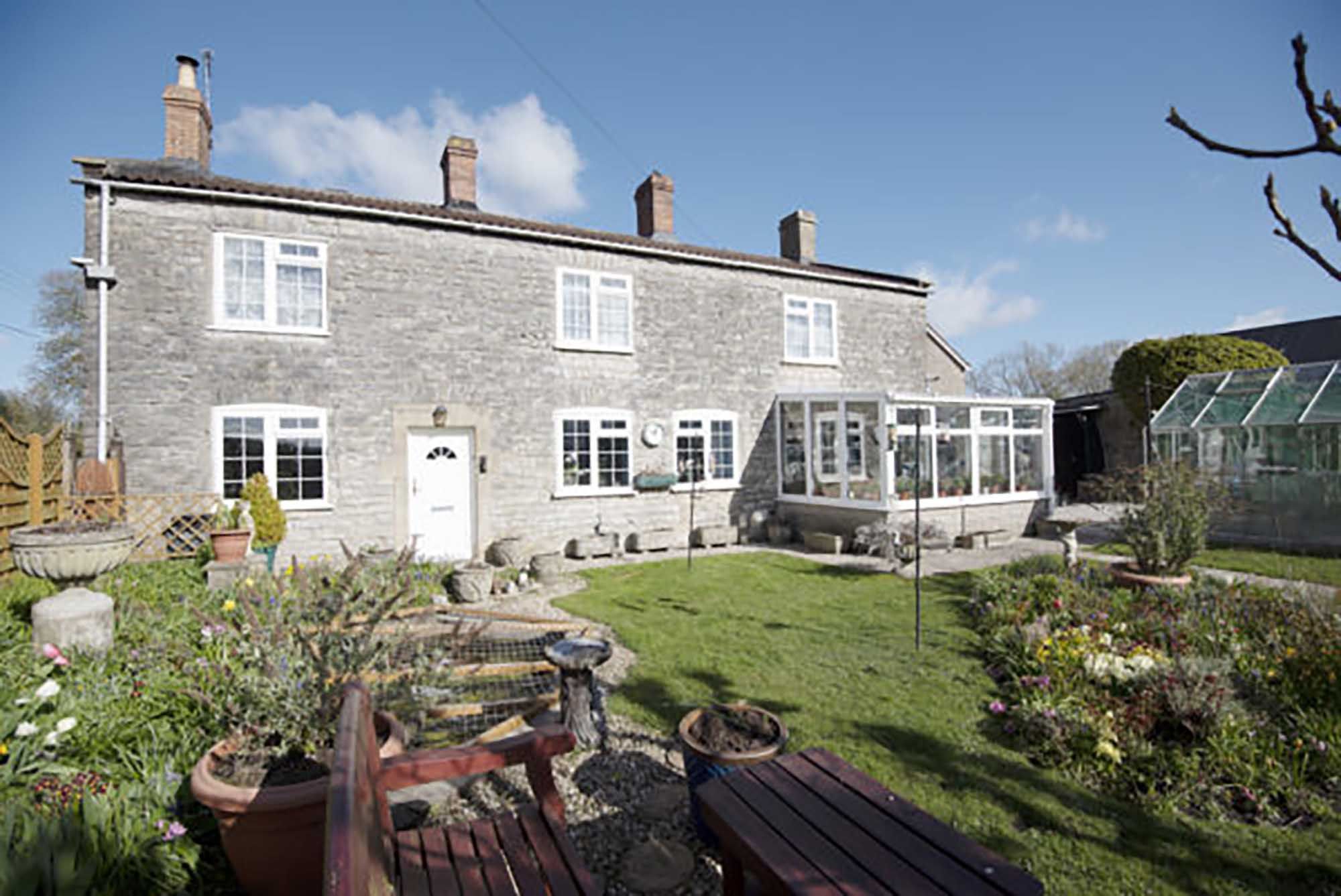 Nr Bruton-4 bed cottage with potential to extend
