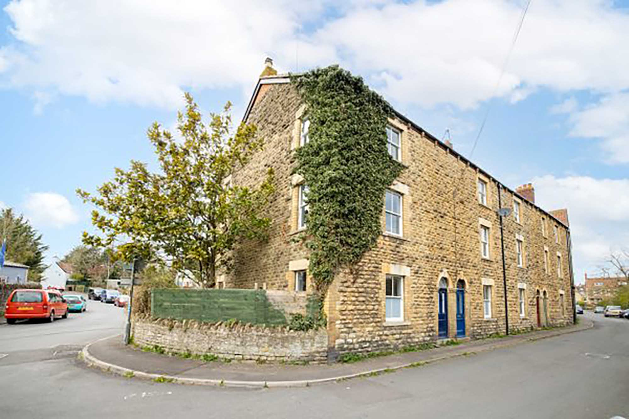 Opportunity to improve – 4 bed period house in Frome