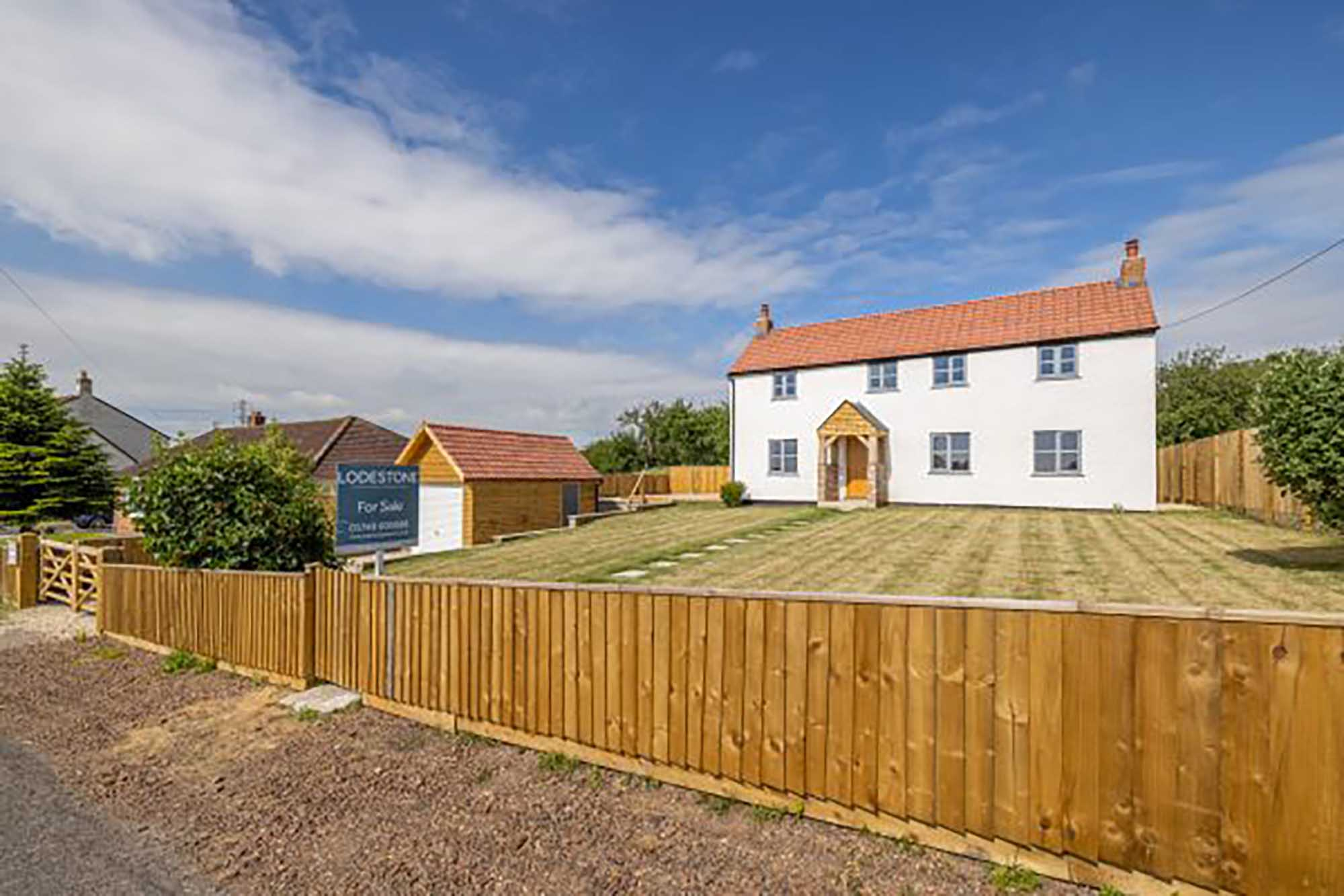 Spacious newly refurbished – quiet location