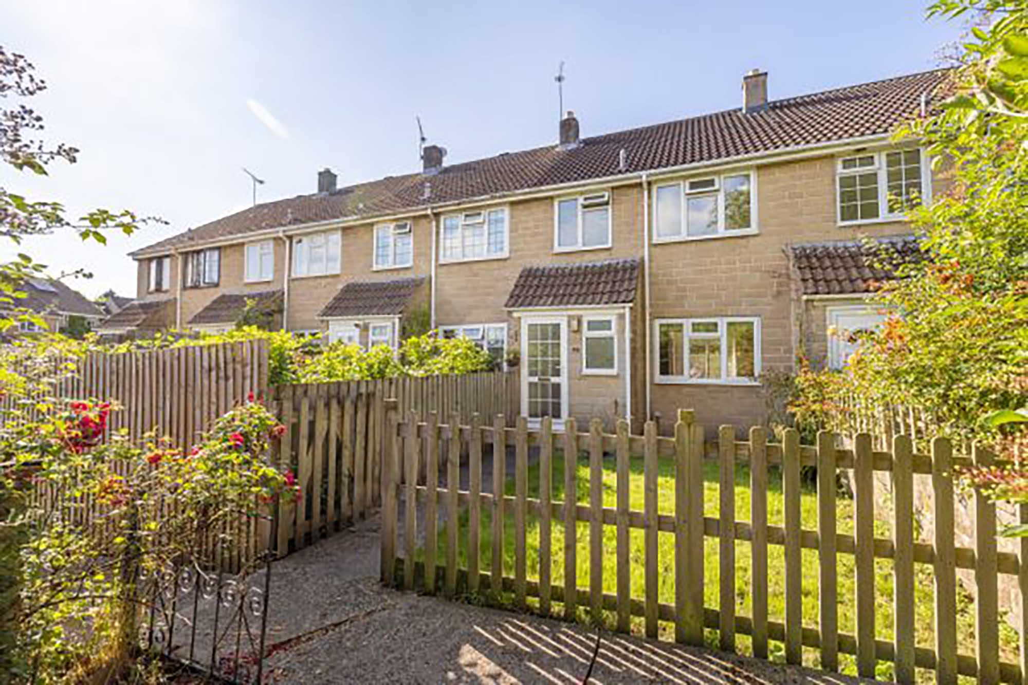 3 bed home, just 5 minutes or so from the High Street.