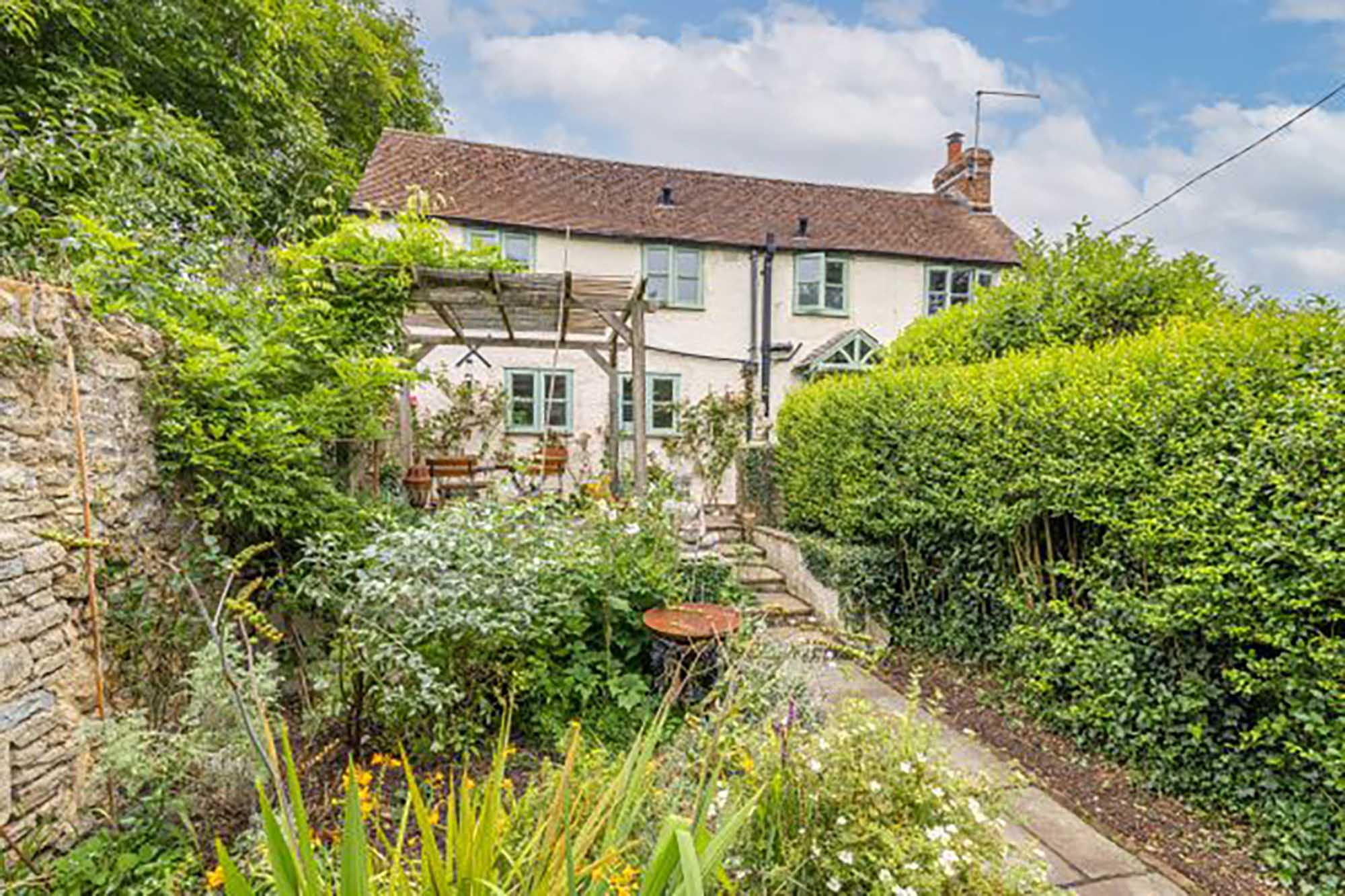 BRUTON, Tucked away detached gem, a stone's throw from High Street