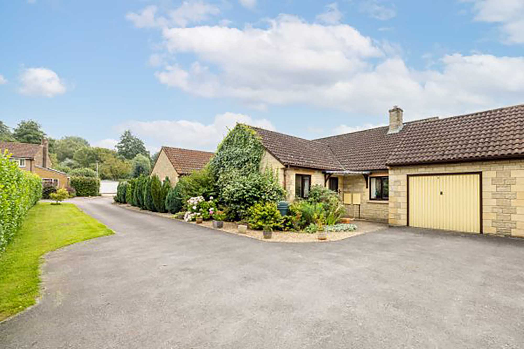 Detached bungalow with views in central Castle Cary