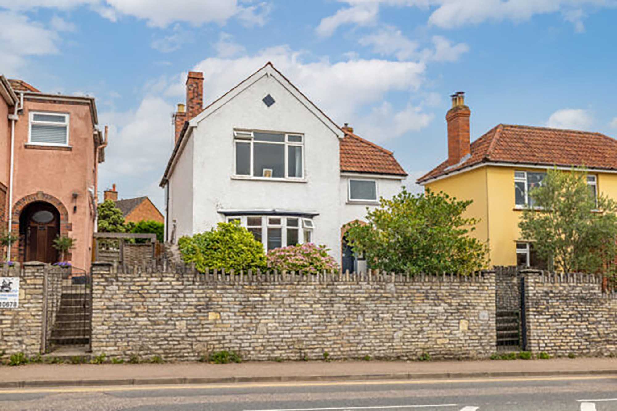 Large Detached house close to city centre with parking
