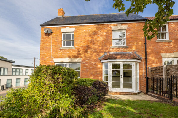Spacious Glastonbury bolt hole with income potential